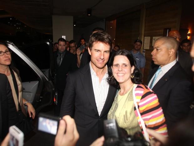 Tom Cruise posa com fã em churrascaria no Rio (Foto: Delson Silva/ Ag. News)