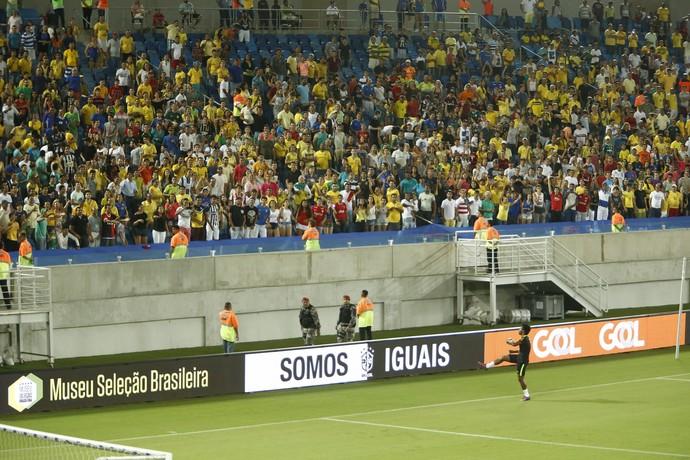 Willian - torcida (Foto:  Alexandre Lago/GloboEsporte.com)
