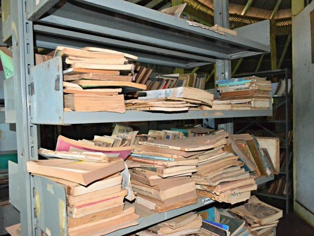 Secretaria de Administração afirma que não há recurso para reconstrução de uma nova biblioteca (Foto: Rosiane Vargas/G1)