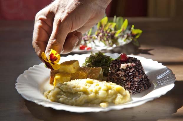 Um restaurante vegetariano para almoçar ao lado dos pets (Foto: Luis Gomes de Souza)
