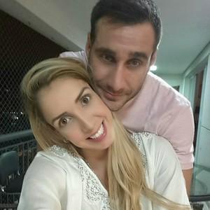 A meio-de-rede Thaísa comemora o ano novo ao lado do namorado, o empresário Otávio Faccina (Foto: Reprodução / Instagram)
