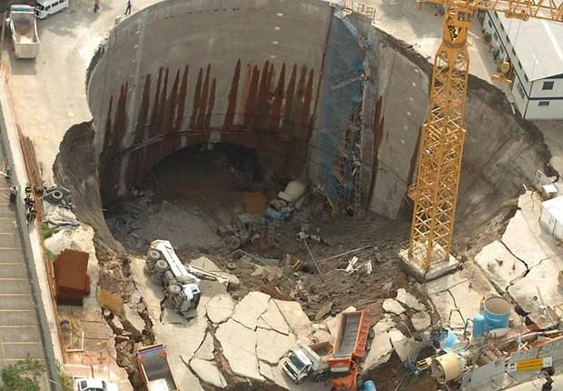 Cratera aberta em obras do metrô da Linha Amarela em São Paulo (Foto: Marcos Alves/Agência O Globo)