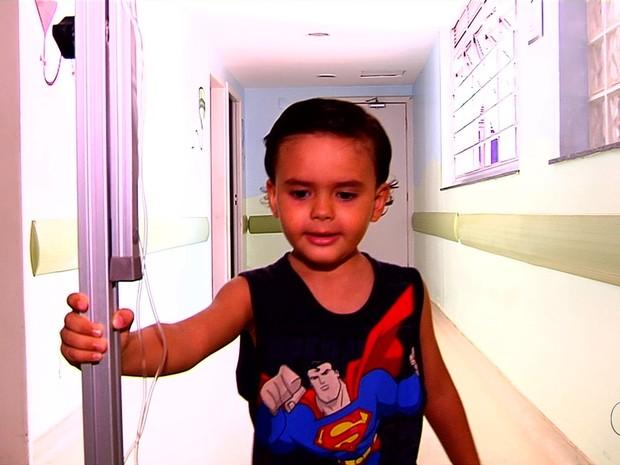 Henrique Noleto tem leucemia e precisa de um doador compatível, em Goiânia, Goiás (Foto: Reprodução/ TV Anhanguera)