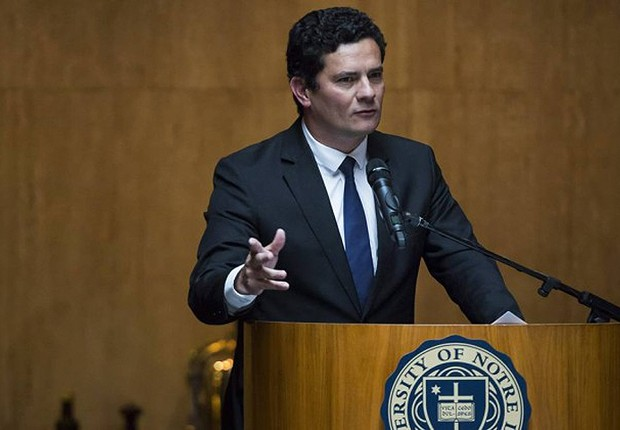 O juiz federal Sergio Moro discursa após receber prêmio da Universidade Notre Dame (Foto: Edilson Dantas/Agência O Globo)