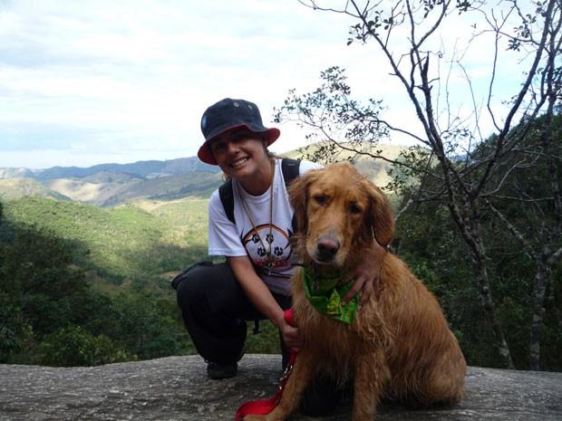 Larissa Rios, do Portal Turismo 4 Patas, e sua cachorra Cleo (Foto: Arquivo pessoal)