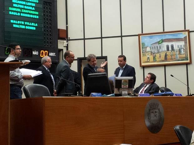 Determinação foi aprovada por 14 dos 19 parlamentares presentes à Câmara de Ribeirão (Foto: Rodolfo Tiengo/ G1)