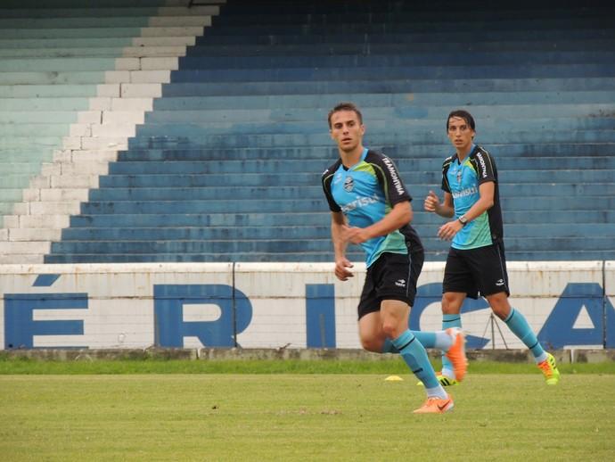 Bressan Geromel Grêmio treino (Foto: Eduardo Deconto/GLOBOESPORTE.COM)