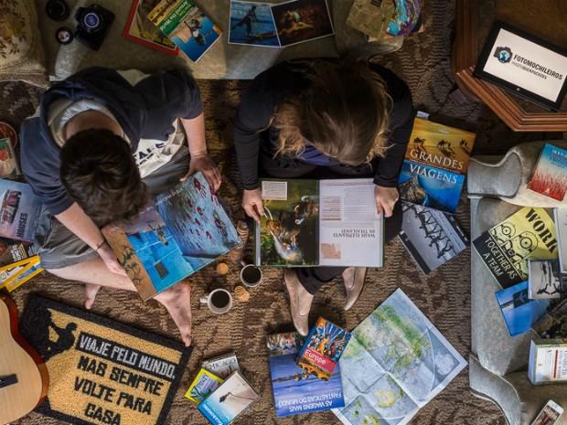Tati e Guto economizaram salário e venderam carro, computador e televisão para juntar dinheiro para a viagem (Foto: Arquivo Pessoal)