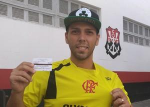 Diego Nunes, torcedor do Fla, chegou a pensar que os ingressos estavam esgotados (Foto: Vicente Seda)