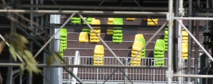 Confira a retirada das cadeiras do estádio de Rúgbi do Complexo Esportivo de Deodoro (Foto: André Durão/GloboEsporte.com)