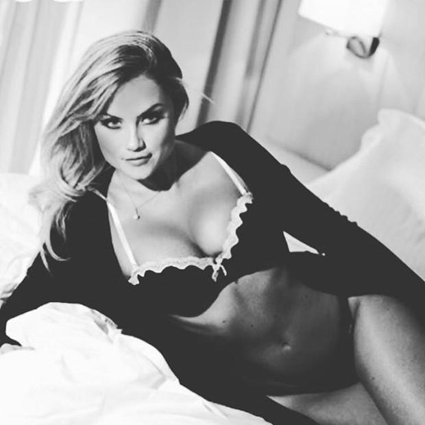 Ellen Rocche posa de lingerie (Foto: Instagram/ Reprodução)