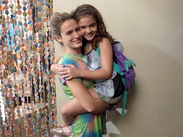 Mel interpretou Pérola, a filha de Amélia, personagem de Bianca Bin, em Joia Rara (Foto: Fabio Rosso/ Gshow)