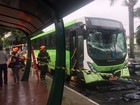 Acidente entre três ônibus deixa 19 feridos no centro de São José