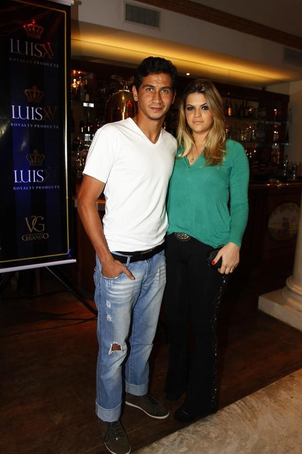 Paulo Henrique Ganso e esposa (Foto: Paduardo / AgNews)