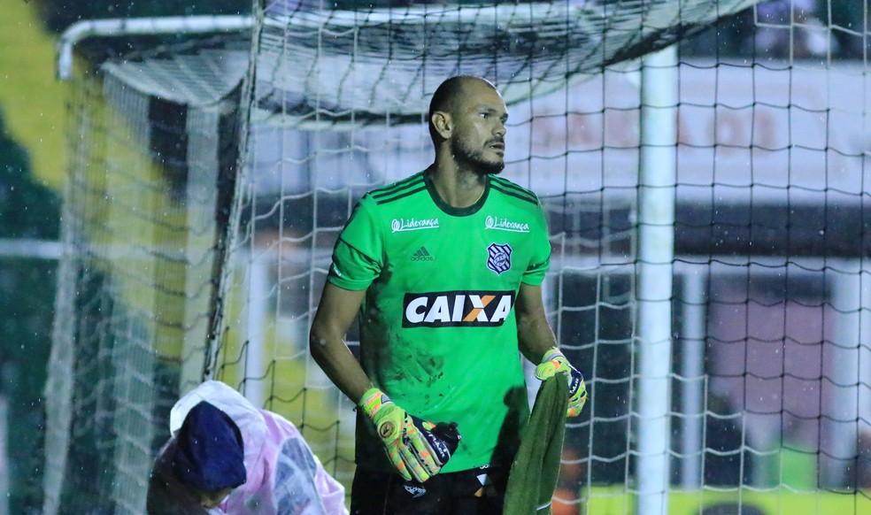 Fábio falhou no primeiro gol do Boa Esporte e foi embora do estádio no intervalo (Foto: Luiz Henrique/Figueirense FC)