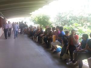 Passageiros aguardam para andar no bonde (Foto: Matheus Rodrigues/G1)