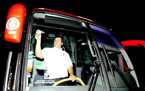 Ônibus do Inter é apedrejado na serra (Foto: Alexandre Lops/Divulgação, Inter)