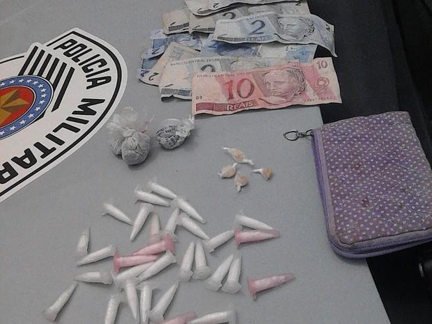 Adolescente foi flagrado com drogas em Sorocaba (Foto: Polícia Militar/ Divulgação)