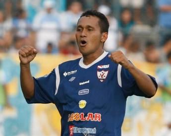 Flamel disputou a Série C 2012 pelo Águia e agora pode ser contratado pelo Parauapebas, junto com os zagueiros Carlão e Roberto (Foto: Marcelo Seabra/O Liberal)