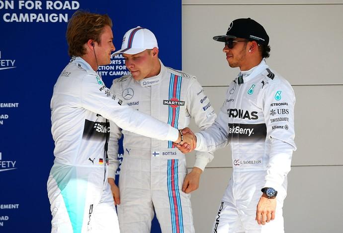 Lewis Hamilton cumprimenta Nico Rosberg após treino classificatório do GP dos EUA (Foto: Getty Images)