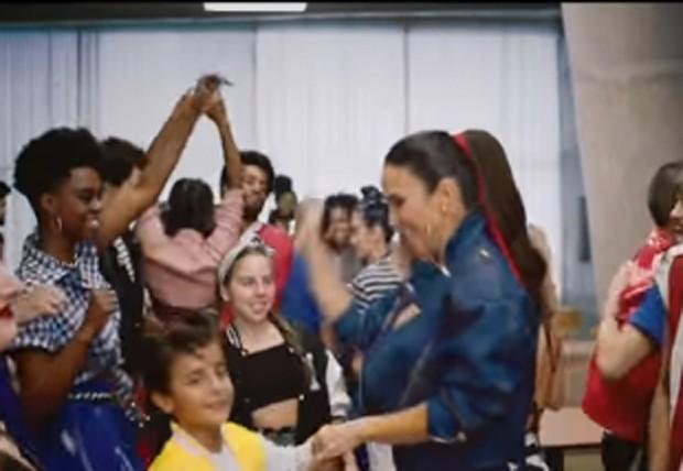 Ivete e Marcelo no clipe (Foto: Reprodução)