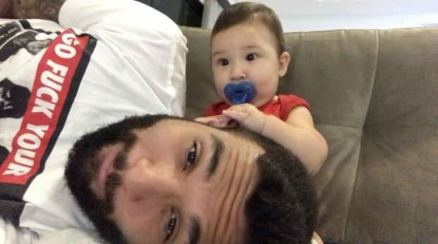 Jonathan Costa e o filho, Salvatore (Foto: Reprodução / Instagram)