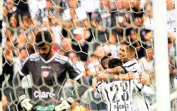 paolo guerrero Guerrero Corinthians x Mogi Mirim (Foto: Marcos Ribolli)
