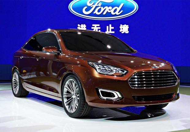 Ford Escort concept no Salão de Xangai (Foto: Newspress)
