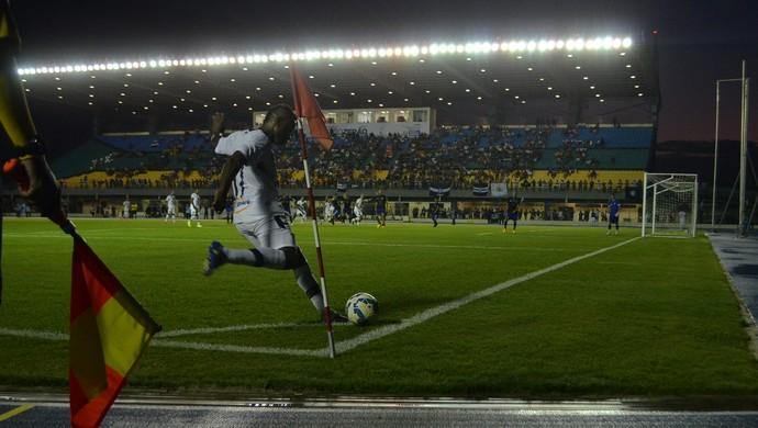 Escanteio que terminou no gol do Remo (Foto: Rafael Moreira/GE-AP)