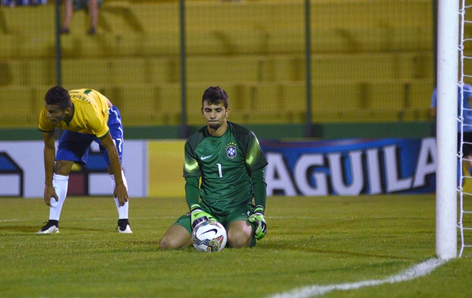 Thiago Maia e Marcos, Brasil x Uruguai (Foto: EFE)