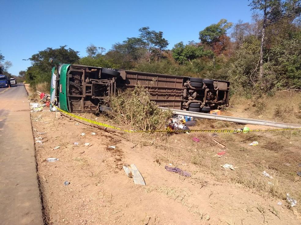 Acidente envolvendo ônibus deixa mortos e feridos (Foto: Divulgação/PRF)