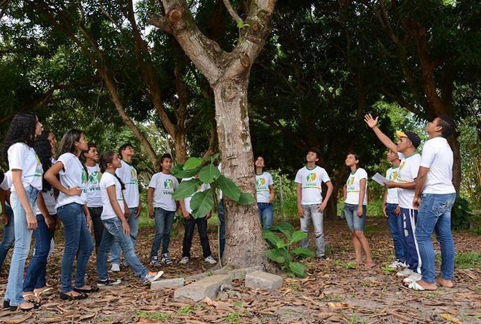Participantes do projeto 'Dedo Verde' discutiram sobre natureza em uma aula de campo