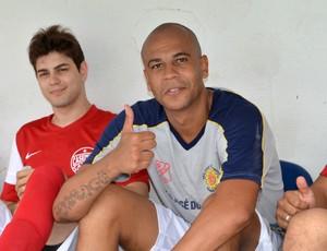 O zagueiro Alex SIlva, durante o jogo dos Amigos do Casemiro, com a camisa do São José Basquete (Foto: Danilo Sardinha/Globoesporte.com)