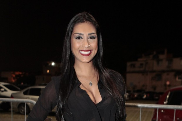 Ex-BBB Amanda em show na Zona Oeste do Rio (Foto: Isac Luz/ EGO)