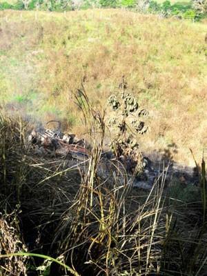 Carreta saiu da pista e caiu em ribanceira na Bahia (Foto: Divulgação/PRF)