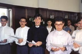 Padre Fábio de Melo com amigos no seminário (Foto: Arquivo Heliomara Marques)