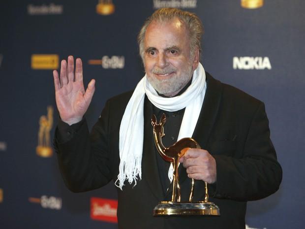 Ator austríaco Maximilian Schell recebe mais um prêmio, em 2009.  (Foto: Ahmad Masood/Reuters)