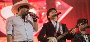 Chitãozinho & Xororó e Edson & Hudson  cantam (Mateus Rigola/G1)