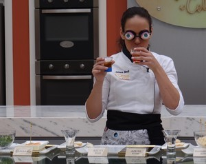 Adriana Birolli na Prova de Imunidade Vendados (Foto: Mais Você / TV Globo)