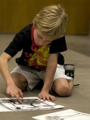 Criança em atividade no Instituto Tomie Ohtake (Foto: Divulgação)