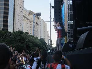 André Valadão, um dos ídolos gospel, conquista a multidão na Cinelândia (Foto: Alba Valéria Mendonça/ G1)