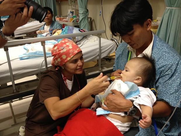 A enfermeira Sílvia Nacth foi a diversos países com a ONG Operação Sorriso (Foto: Cedida/Arquivo Pessoal)