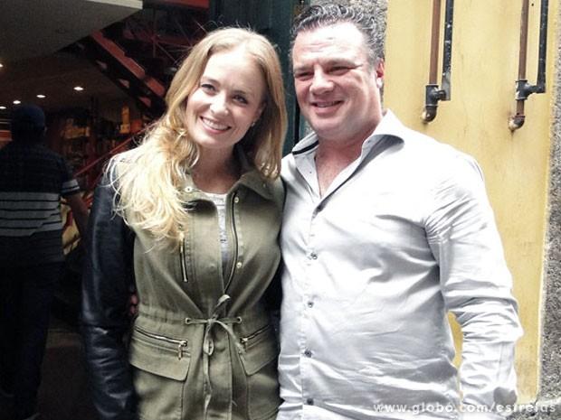 Angélica e o ator Adriano Garib nas gravações, no Centro do Rio (Foto: TV Globo/ Estrelas)