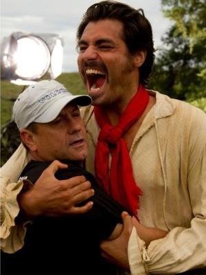 Thiago Lacerda após a gravação de uma cena (Foto: Albert Moreira)