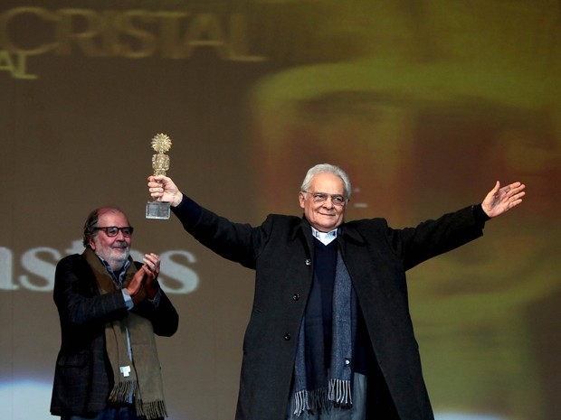 Othon Bastos recebe o Kikito de Cristal em Gramado (Foto: Edison Vara/PressPhoto)