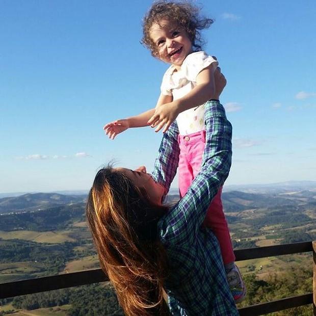 Gláucia com a filha Valentina (Foto: Reprodução)