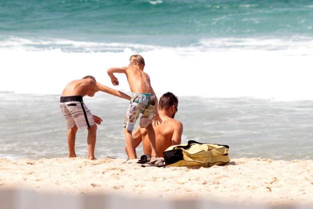 Rodrigo Hilbert e os filhos (Foto: AgNews / AgNews)
