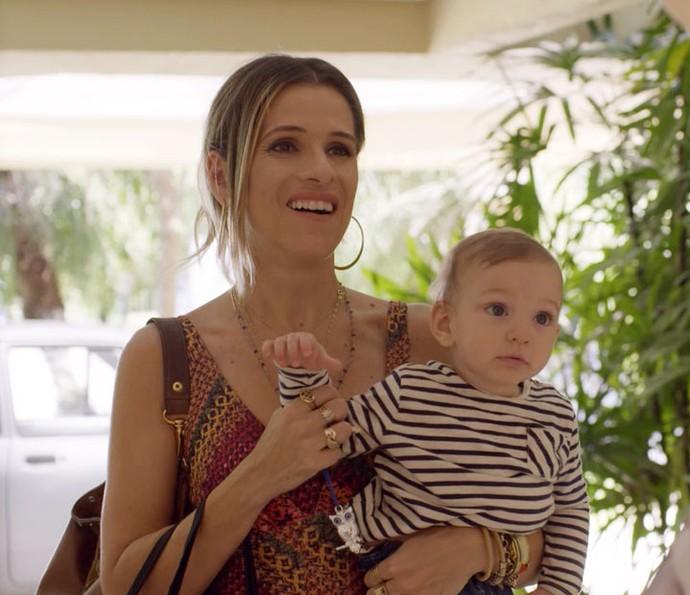 Marlene chega na mansão do pai e tem uma surpresa (Foto: TV Globo)