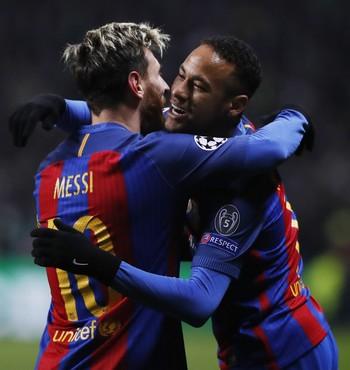 Messi Neymar comemoração Celtic x Barcelona (Foto: Reuters)