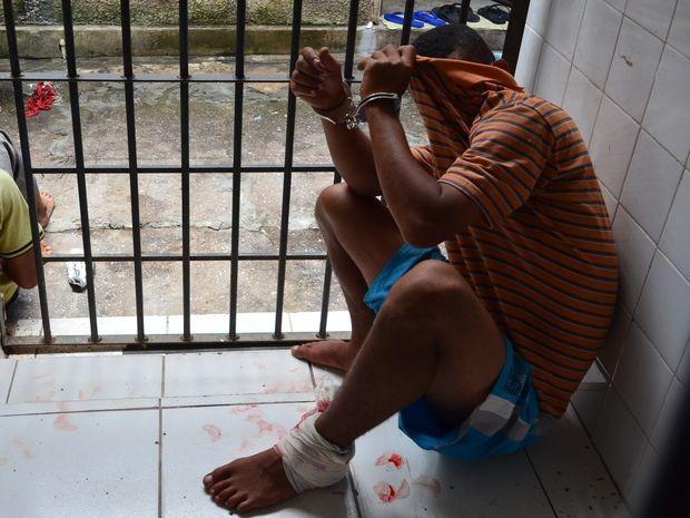 Foragido da Justiça invade casa de policial militar e é baleado em Aracaju (Foto: Marina Fontenele/G1)